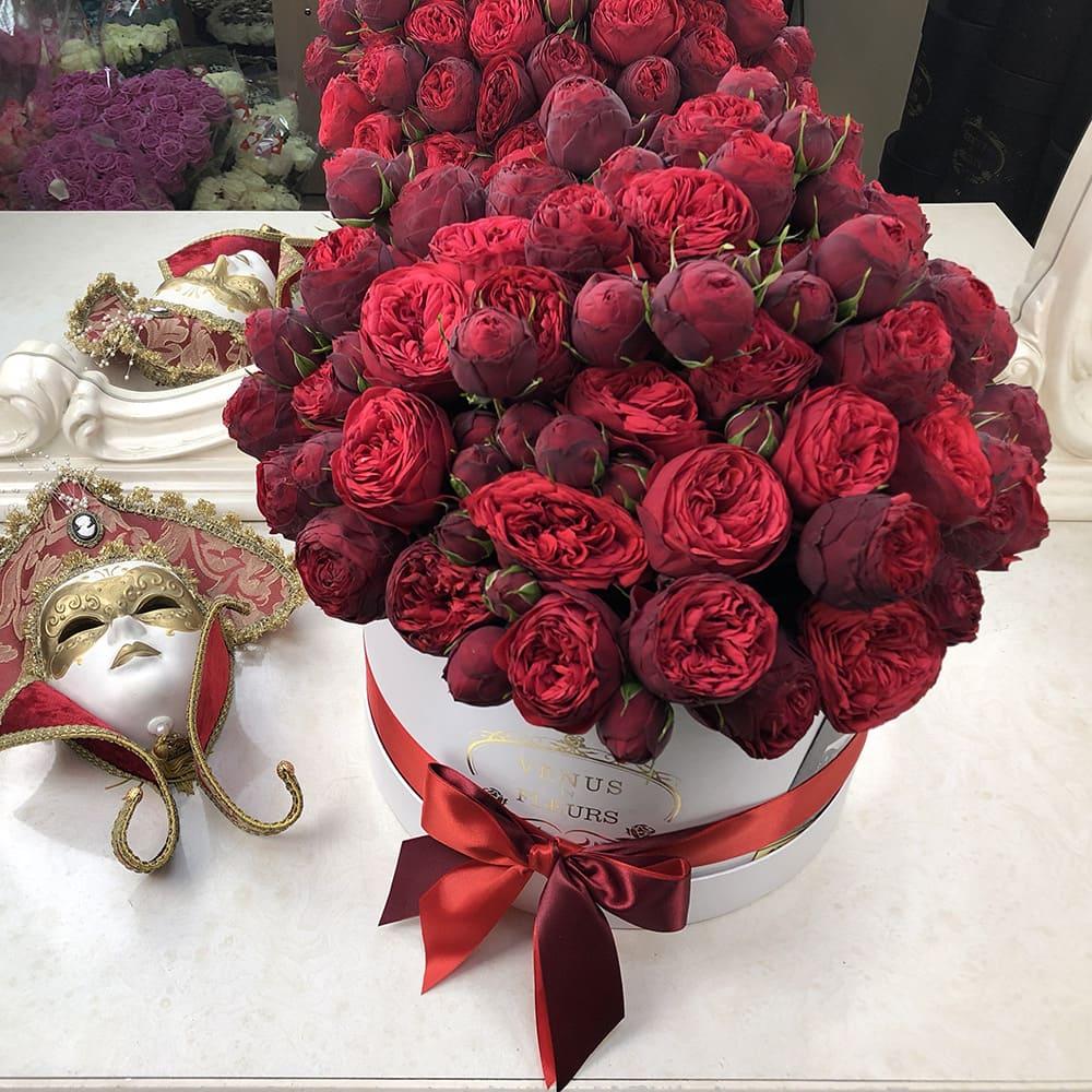 Пионовидные розы красные в коробке Розы в коробке Красные