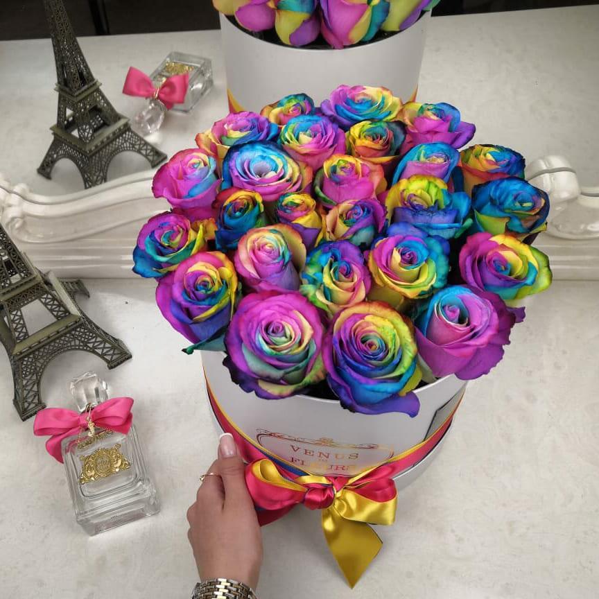 Радужные розы в коробке Розы в коробке Радужные Venus in Fleurs
