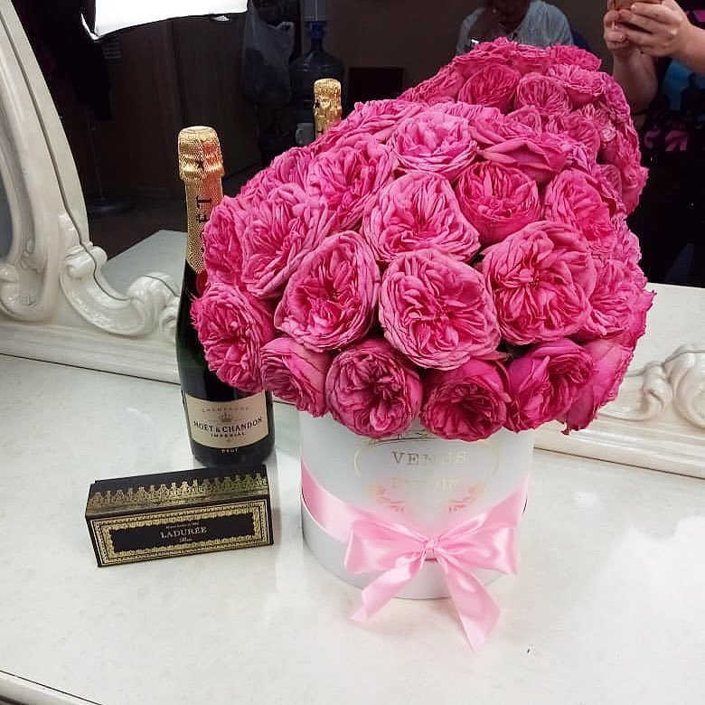 Розовые пионовидные розы Бизнес-букеты Розовые Venus in Fleurs