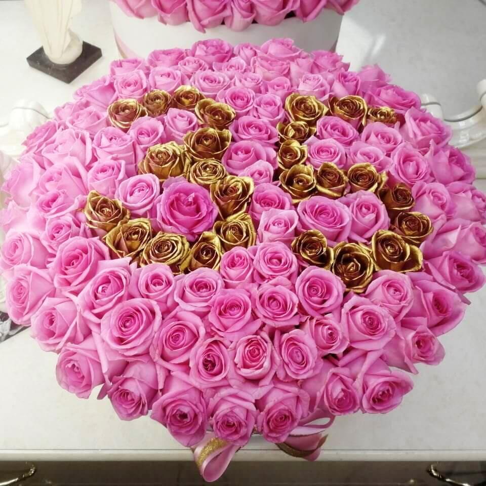 Розы на юбилей Розы в коробке Розовые Venus in Fleurs
