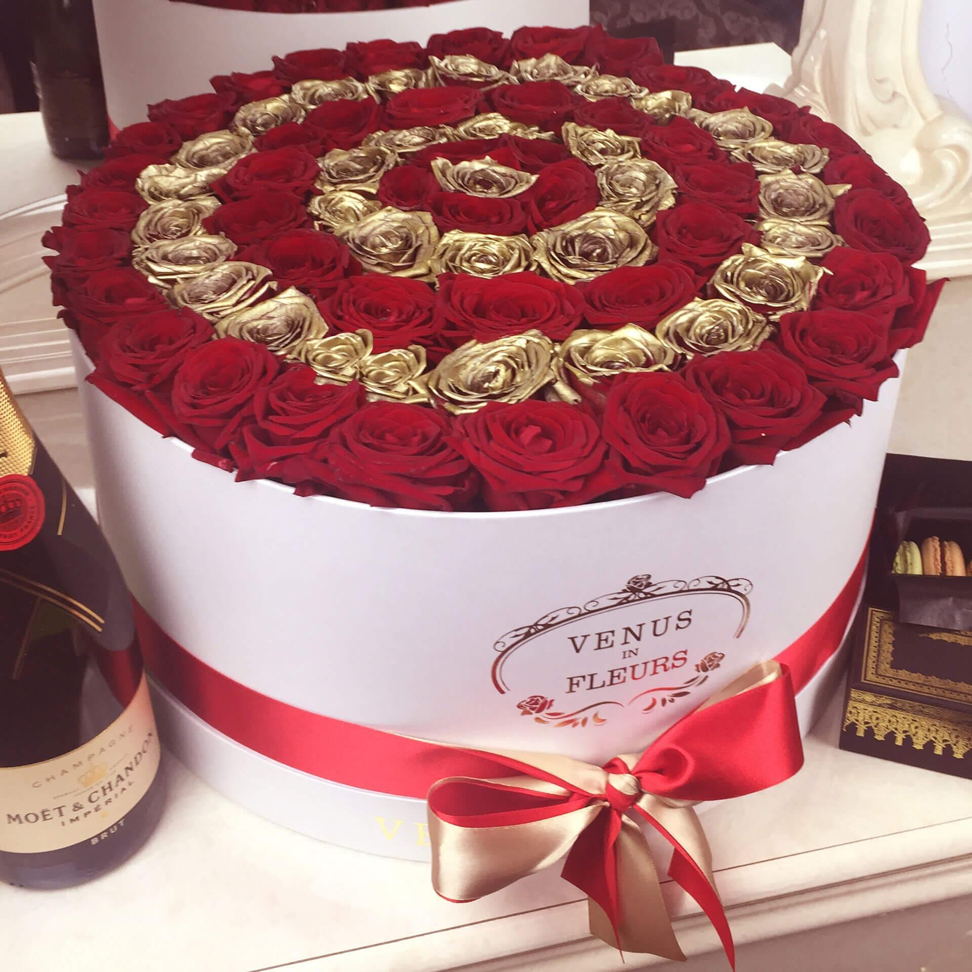 """Розы по спирали """"Красные и золотые"""" Бизнес-букеты Красные Venus in Fleurs"""