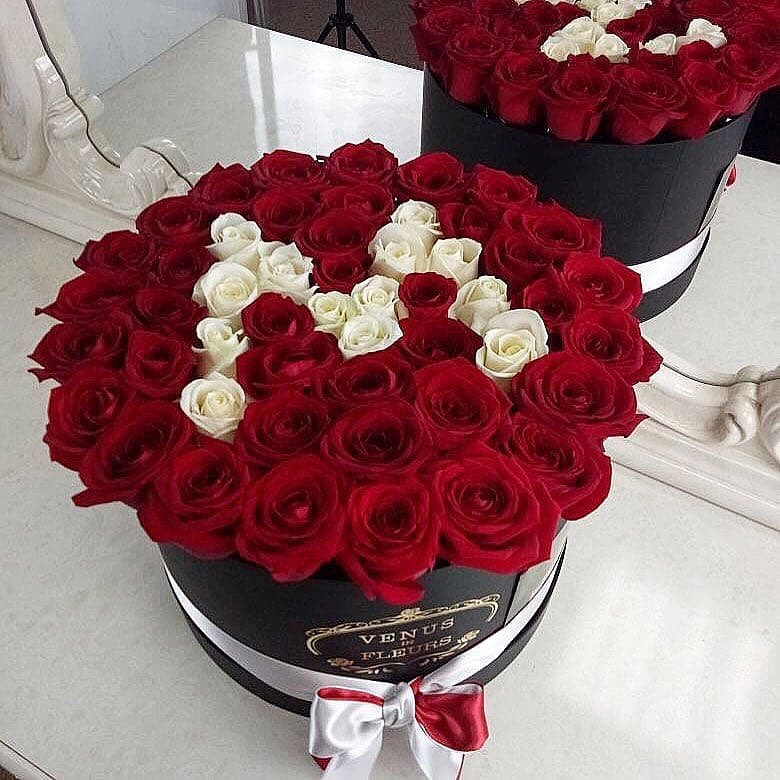 Розы с буквой Бизнес-букеты Красные Venus in Fleurs