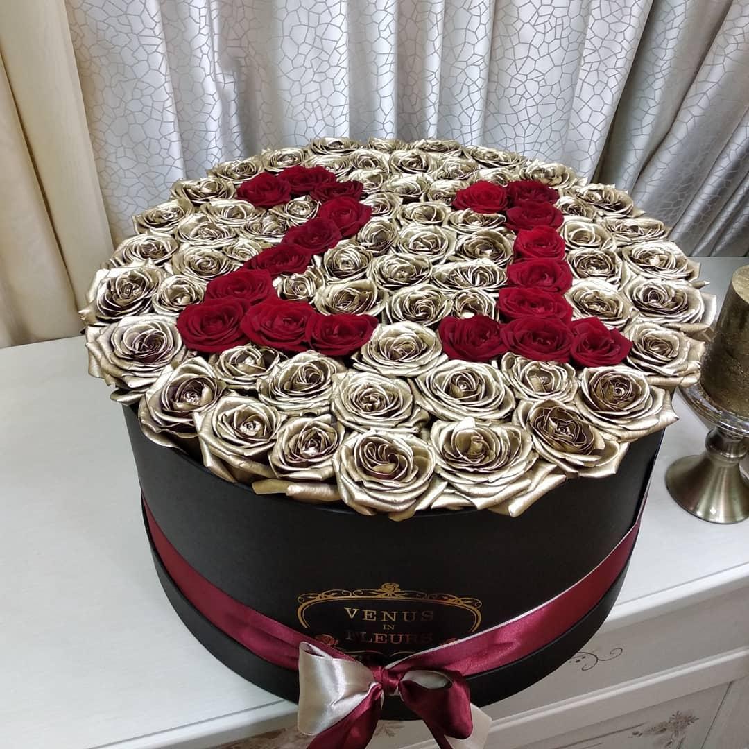 С днем рождения букет в коробке Розы в коробке Красные Venus in Fleurs