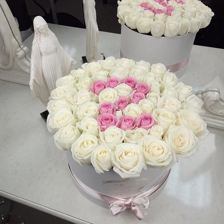 С днем рождения - Красивый букет роз Розы в коробке Розовые Venus in Fleurs