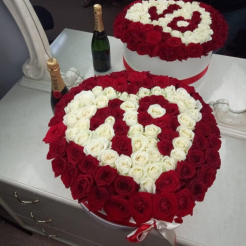 Сердце из 101 розы Розы в коробке Красные Venus in Fleurs