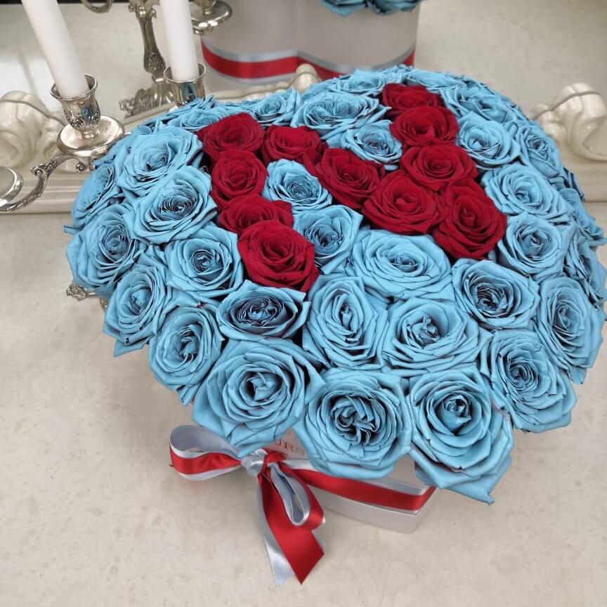 Сердце из голубых роз с буквой Розы с буквой Красные Venus in Fleurs