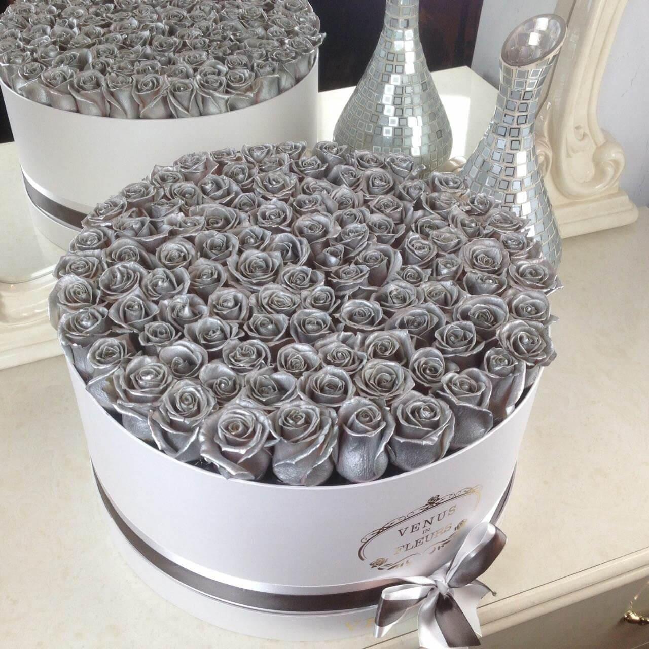 Серебряные розы в коробке Розы в коробке Серебряные Venus in Fleurs