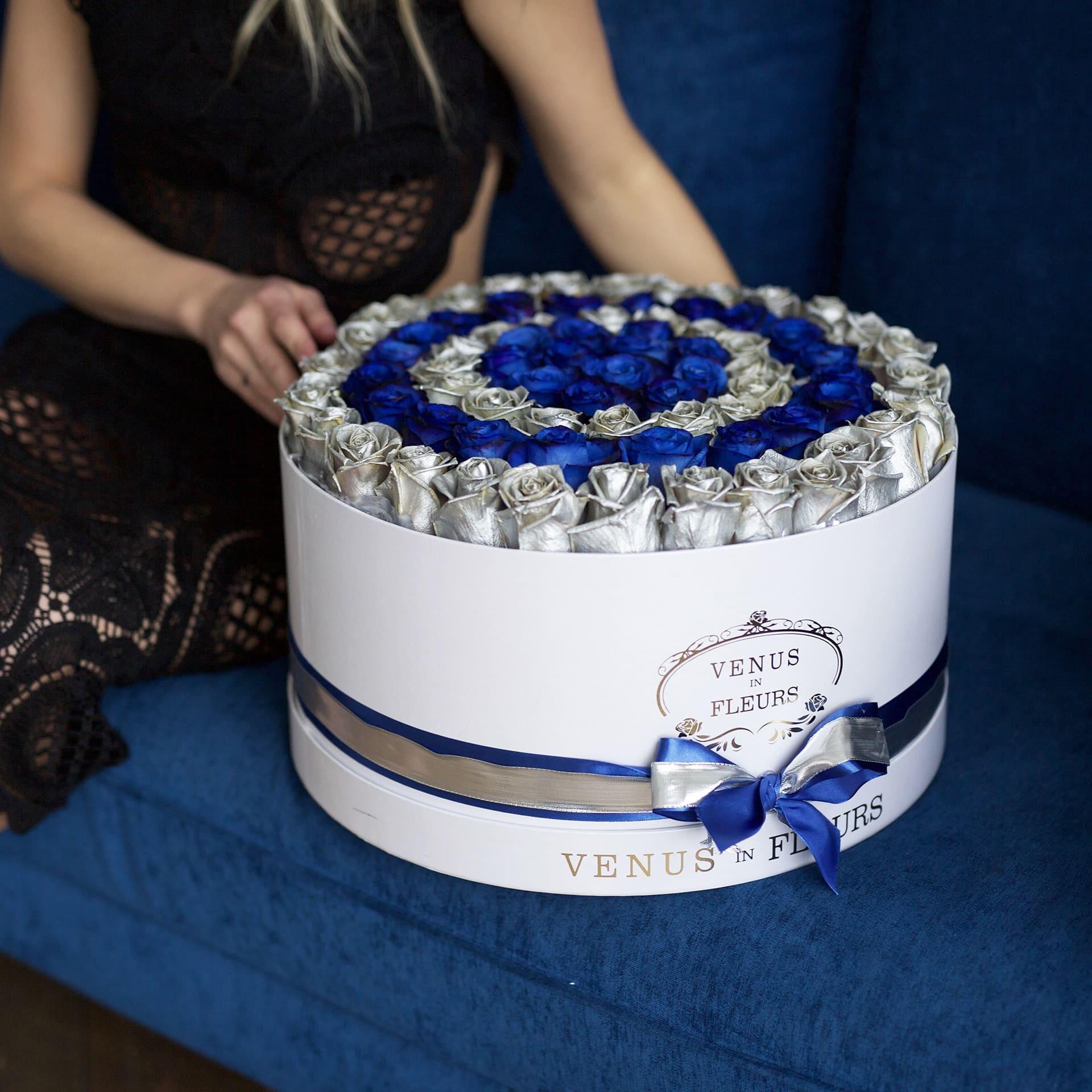 """Синие розы с серебряными """"Antarctic"""" Розы в коробке Синие Venus in Fleurs"""