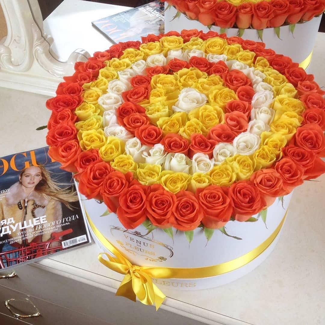 Солнечный букет Розы в коробке Белые Venus in Fleurs