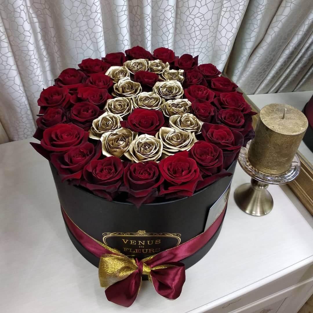 Золотые розы с 8 марта Розы в коробке Красные Venus in Fleurs