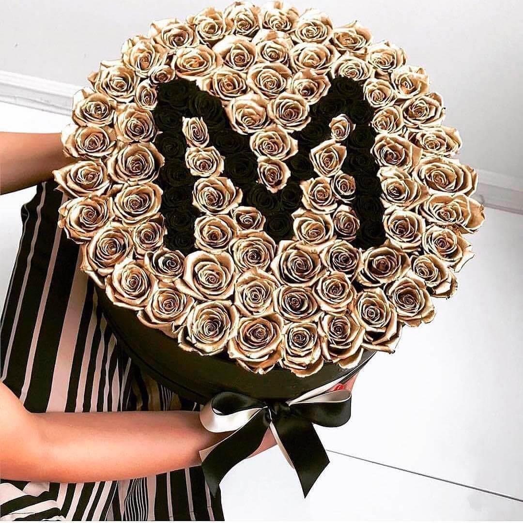 Золотые розы в коробке Black Name Розы в коробке Золотые