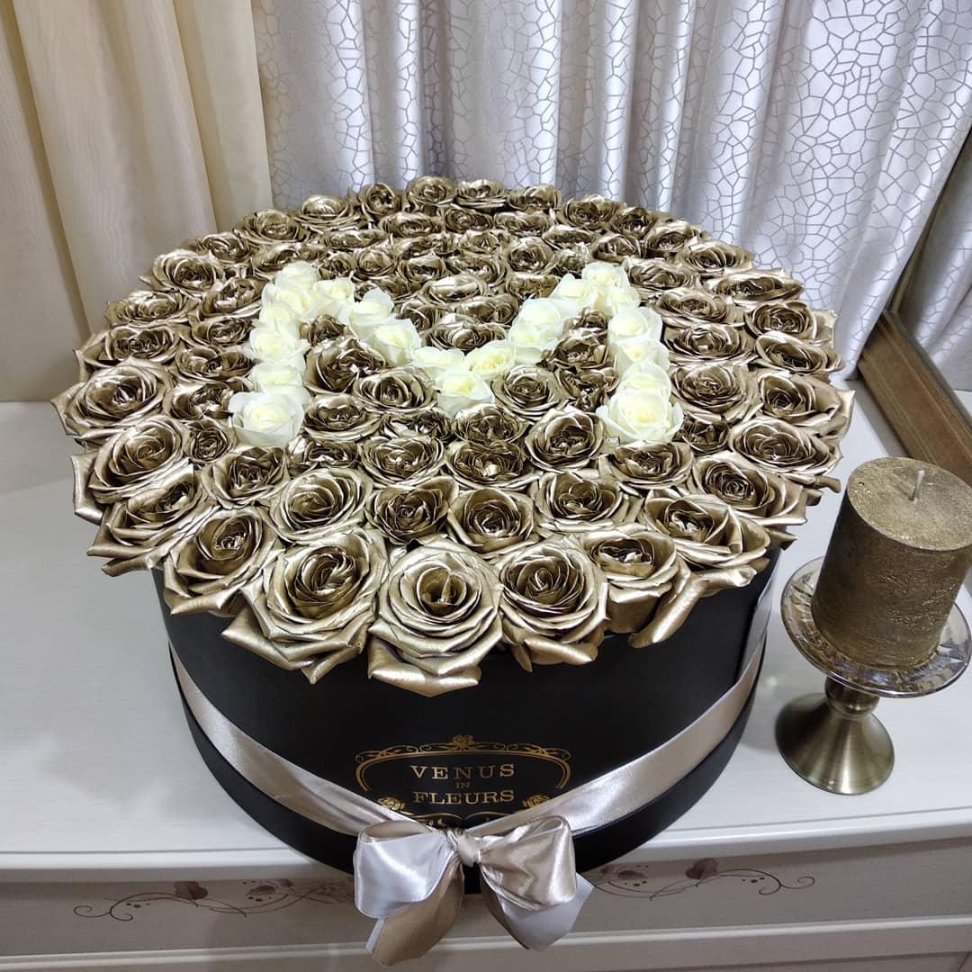 Золотые розы в коробке - White Name Розы в коробке Белые Venus in Fleurs