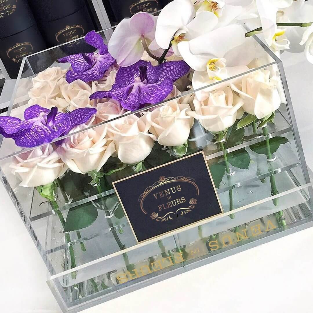 Цветы в стеклянной коробке Бизнес-букеты Белые
