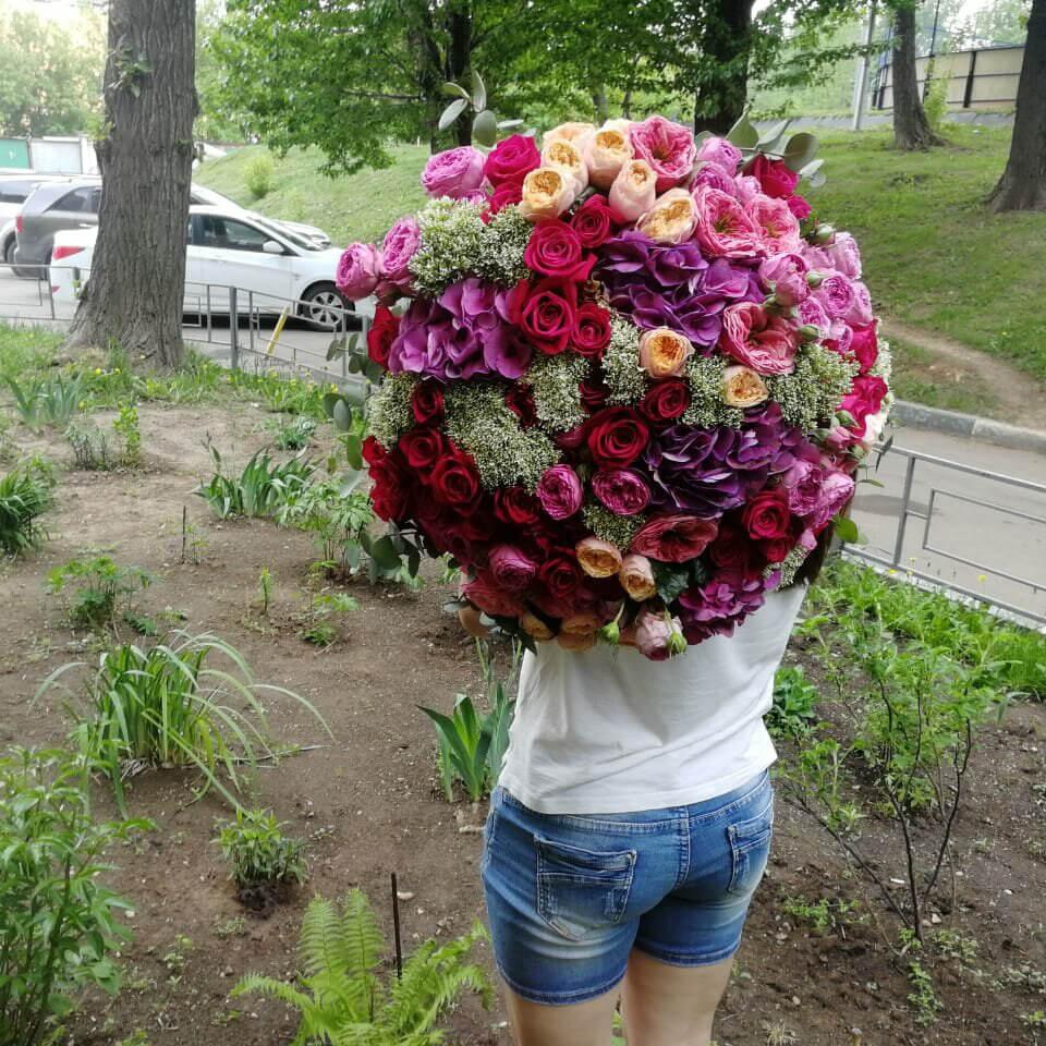 Богатый букет Букеты Красные Venus in Fleurs