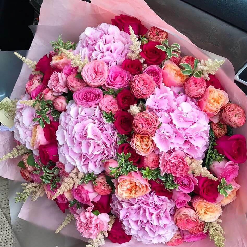 """Гортензии с розами - букет """"Gabrielle"""" Букеты Красные"""