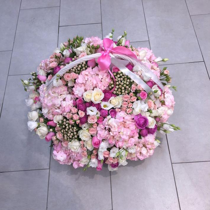 Корзина розовых роз Корзины с цветами Розовые Venus in Fleurs