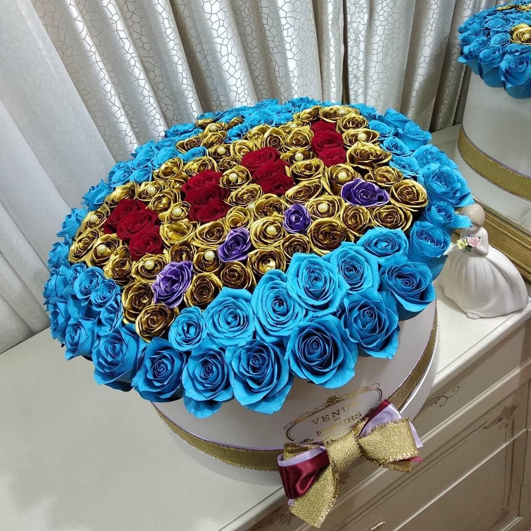 Королевский букет Цветы в коробке Красные Venus in Fleurs