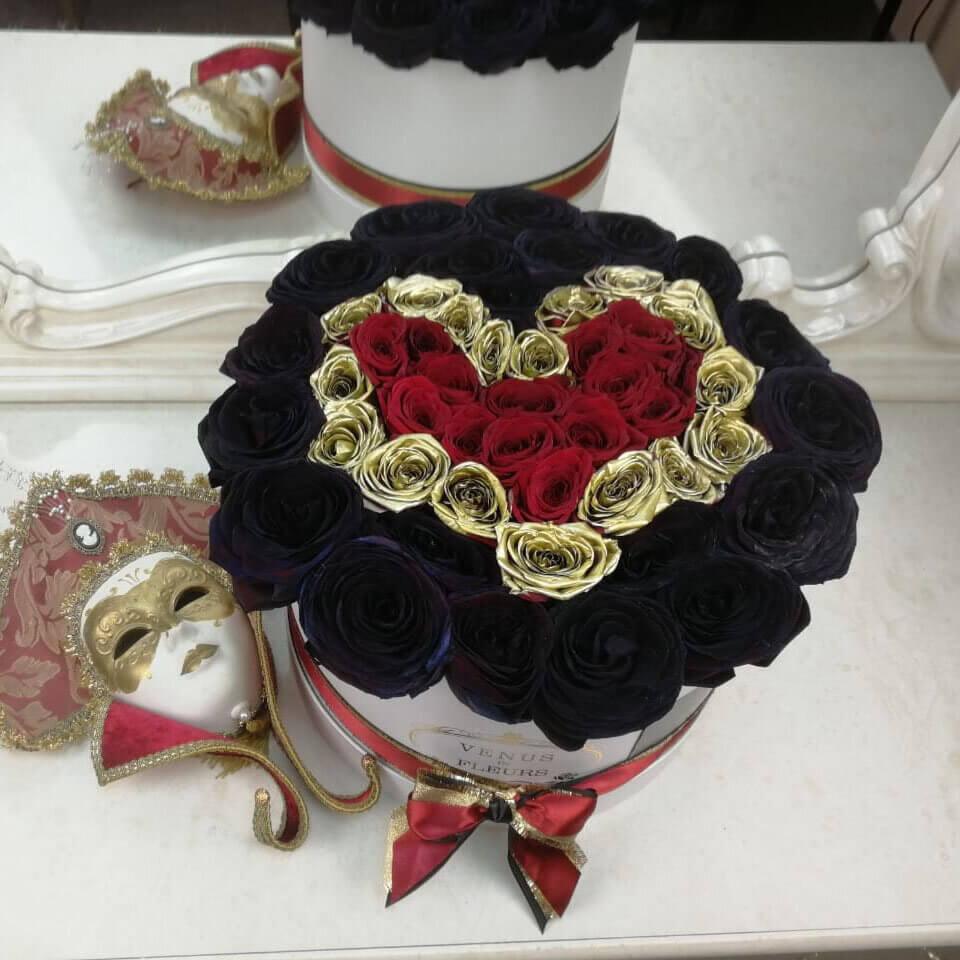 Черные розы в коробке с красным сердцем ВИП букеты Красные Venus in Fleurs