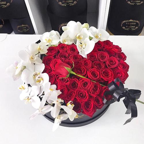 Люкс цветы ВИП букеты Красные Venus in Fleurs