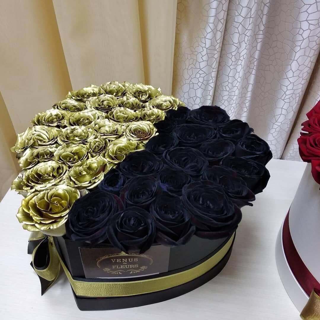 """Черные розы в коробке с золотыми """"Пополам"""" Розы в коробке Золотые Venus in Fleurs"""