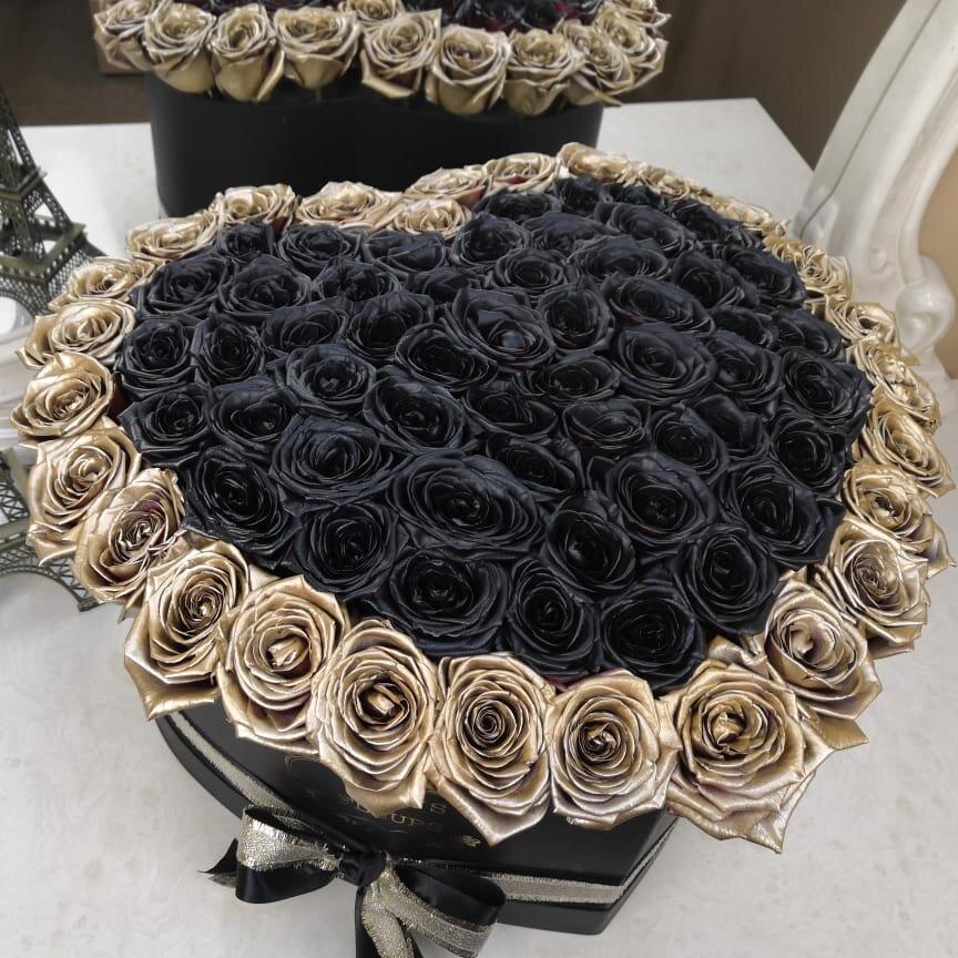 Черные розы в коробке - сердце с золотой окантовкой Розы в коробке Золотые Venus in Fleurs