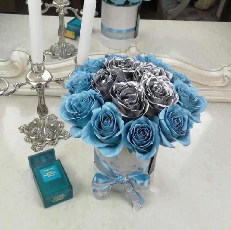 """Голубые розы в коробке с серебряными """"Tiffany Spiral"""" Розы в коробке Голубые Venus in Fleurs"""