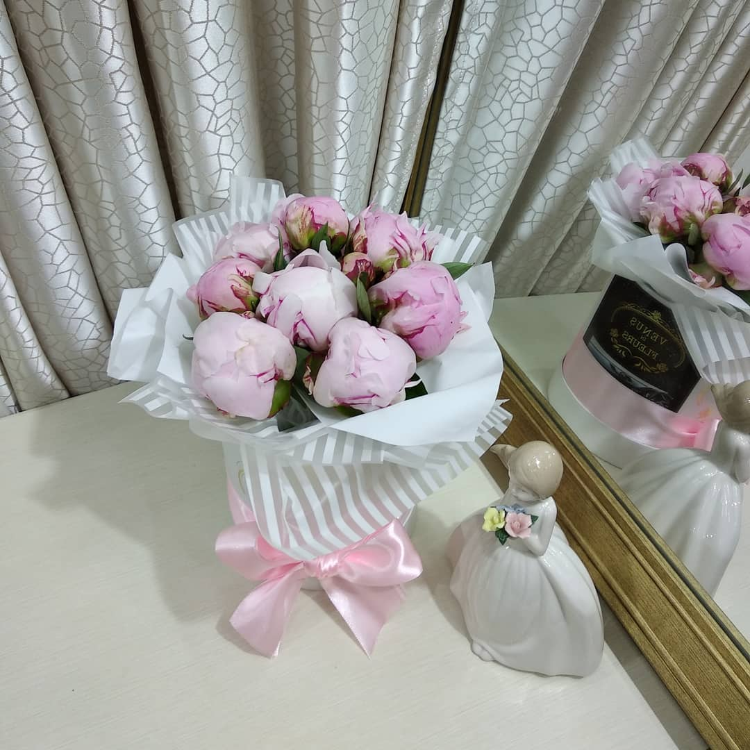 9 пионов Бизнес-букеты Розовые Venus in Fleurs