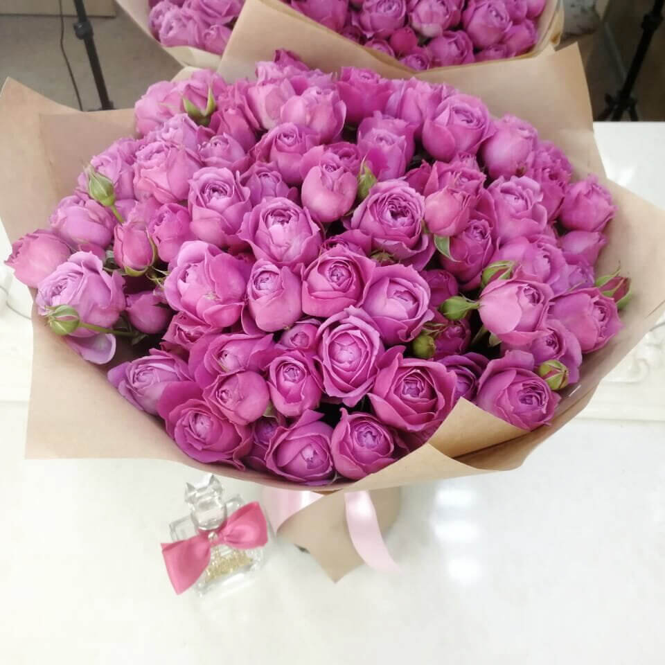 Кустовые пионовидные розы - 60 см. Букеты Фиолетовые Venus in Fleurs