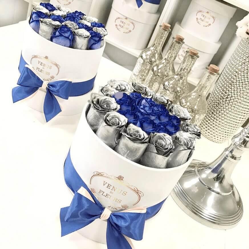 """Синие розы с серебряными """"Blue lagoon"""" Бизнес-букеты Синие Venus in Fleurs"""