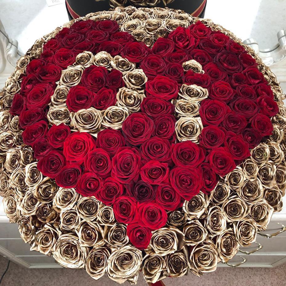 Роскошный букет ВИП букеты Красные Venus in Fleurs