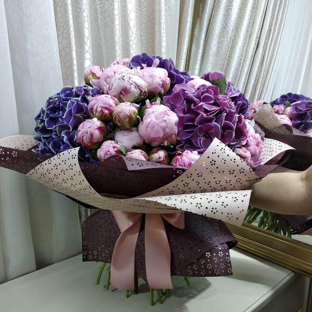 Букет пионов с гортензией Букеты Розовые Venus in Fleurs
