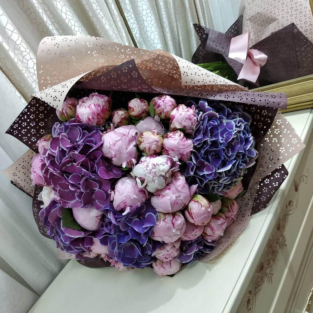 Букет пионов с гортензией Бизнес-букеты Розовые Venus in Fleurs