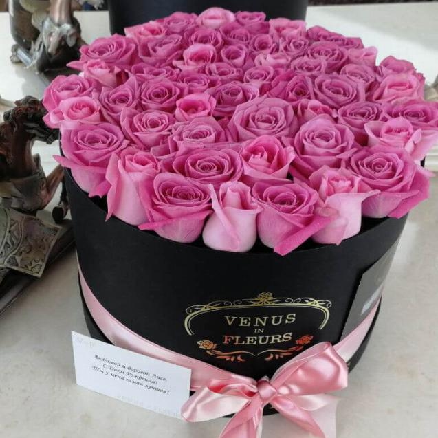 Красивый букет розовых роз Розы в коробке Розовые Venus in Fleurs