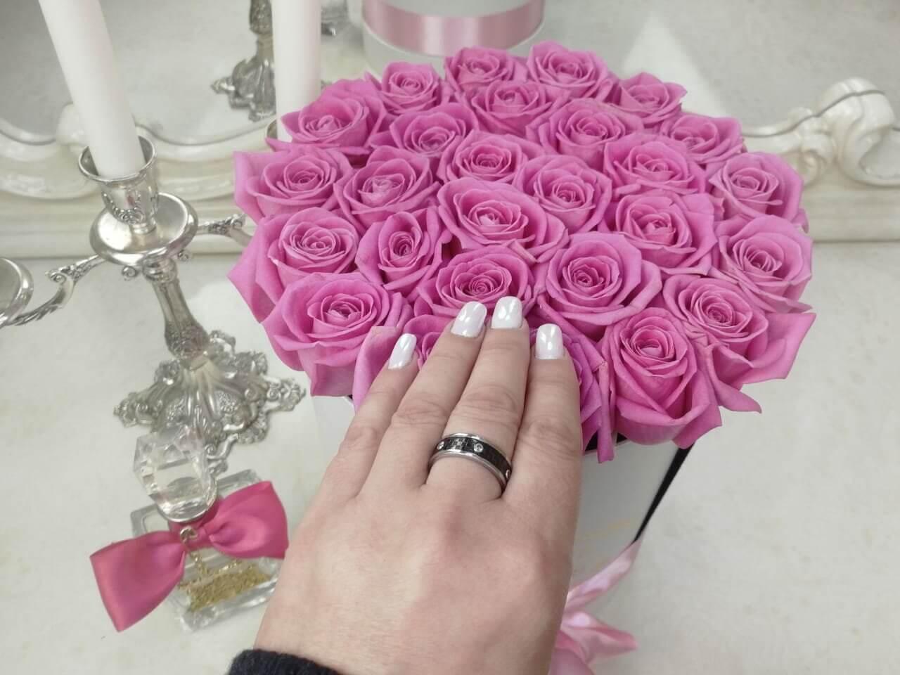 Розовые розы в коробке Розы в коробке Розовые Venus in Fleurs
