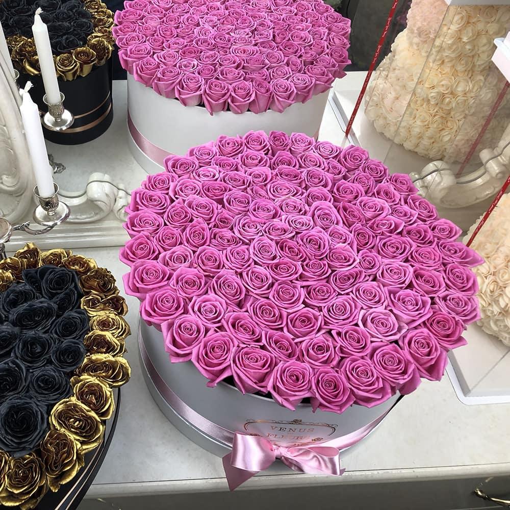 Розовые розы в коробке от 101 шт. Розы в коробке Розовые Venus in Fleurs