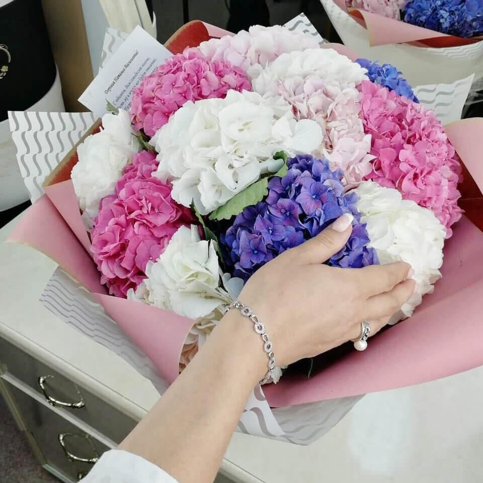 Бело розовые гортензии Бизнес-букеты Розовые Venus in Fleurs