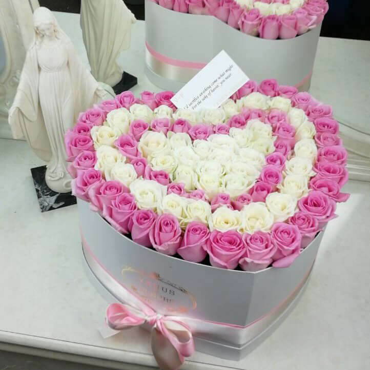 Букет сердце из роз Розы в коробке Розовые Venus in Fleurs