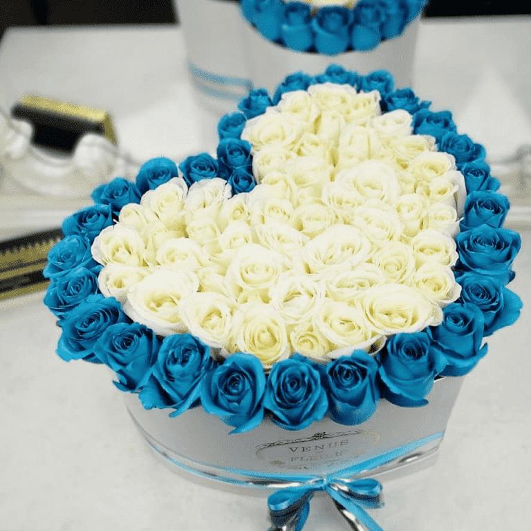 """Голубые розы в коробке - сердце """"Sky Love"""" Розы в коробке Белые Venus in Fleurs"""