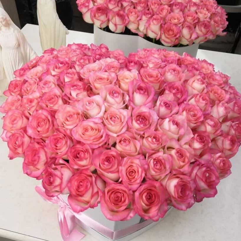 Нежные розы в коробке Розы в коробке Розовые Venus in Fleurs