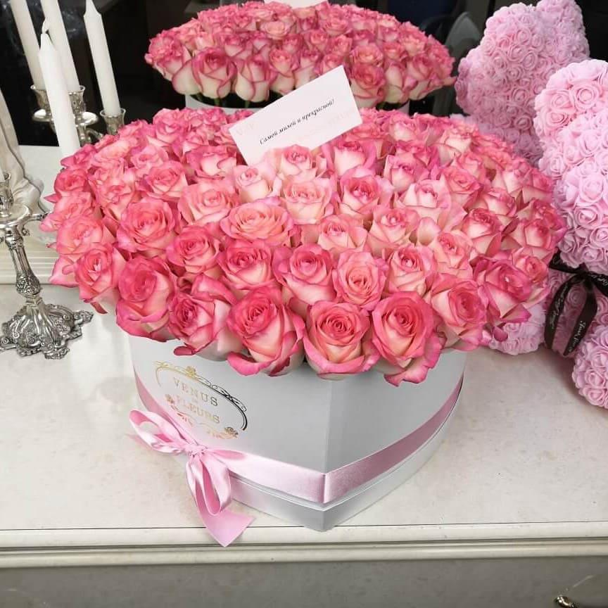 Нежные розы в коробке Розы в коробке Розовые