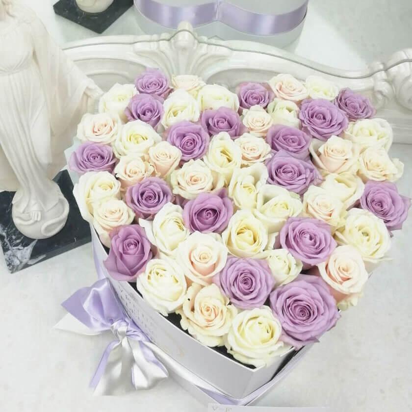 Розы в коробке - сердце Розы в коробке Белые Venus in Fleurs