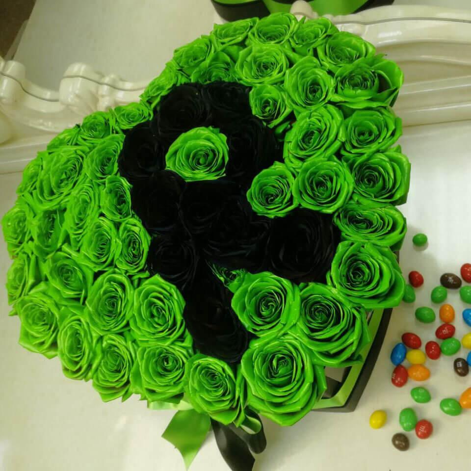 Зеленые розы в коробке Розы с буквой Черные Venus in Fleurs