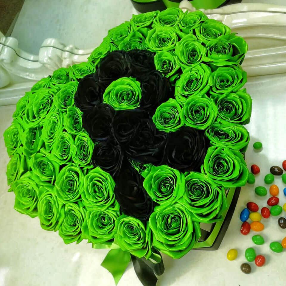 Зеленые розы в коробке Розы с буквой Черные