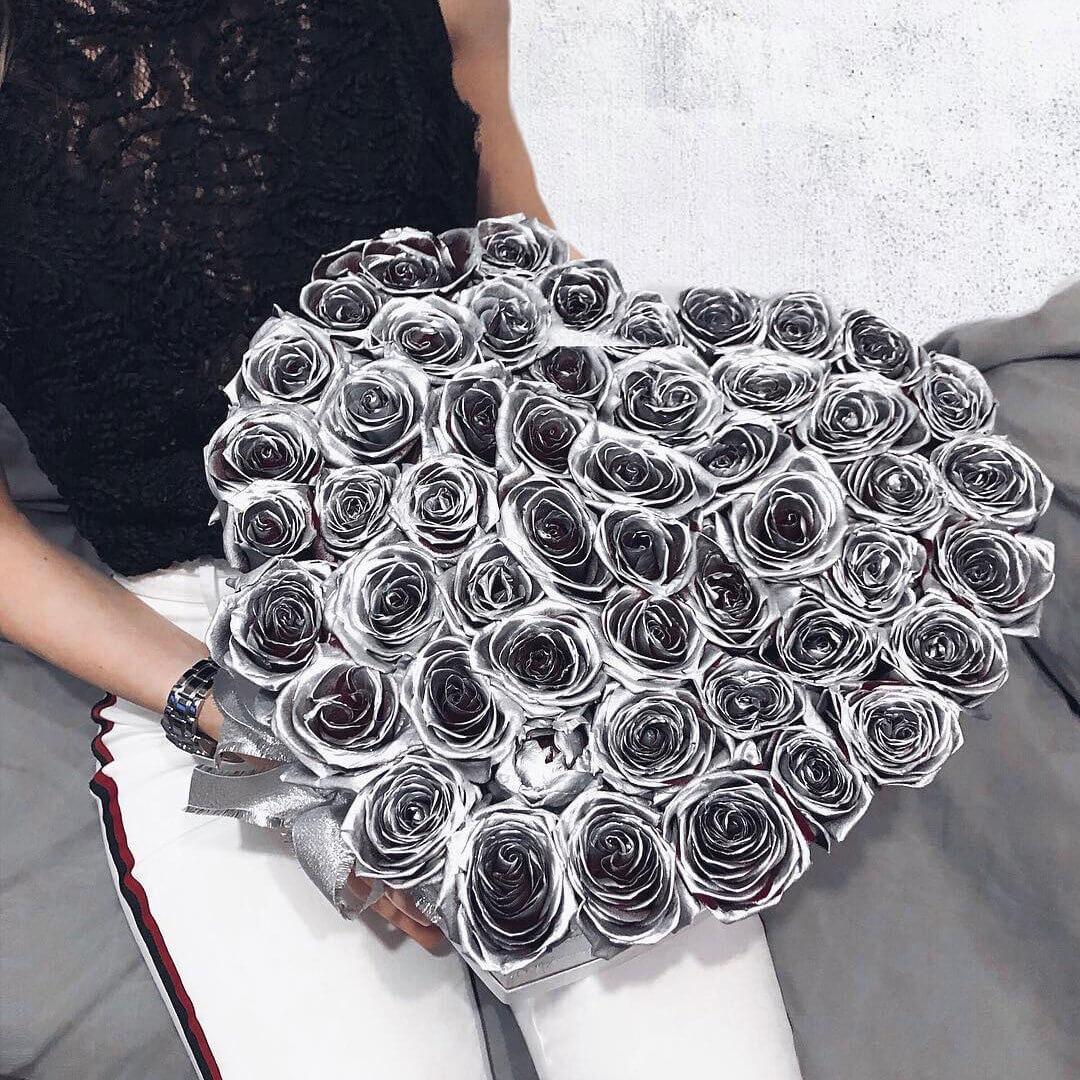 Цветы на серебряную свадьбу Розы в коробке Серебряные