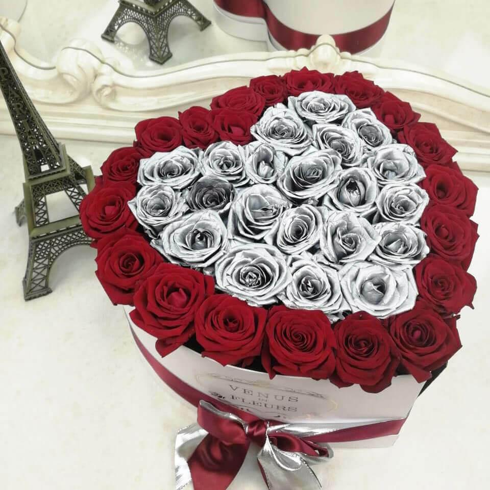 Серебряные розы с красными - сердце Розы в коробке Красные Venus in Fleurs