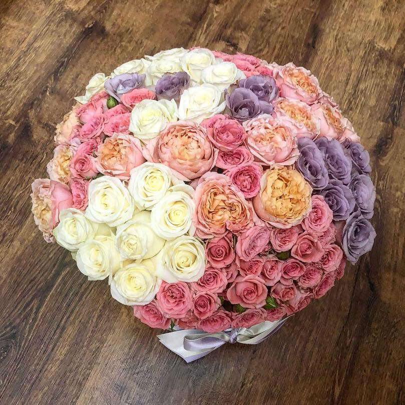 Эксклюзивный букет Миксы цветов в коробке Розовые
