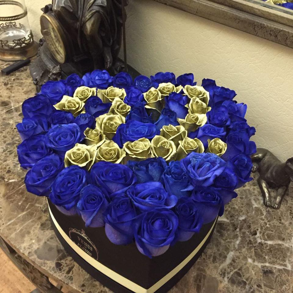 """Синие розы с золотом """"With Date"""" Розы в коробке Синие Venus in Fleurs"""