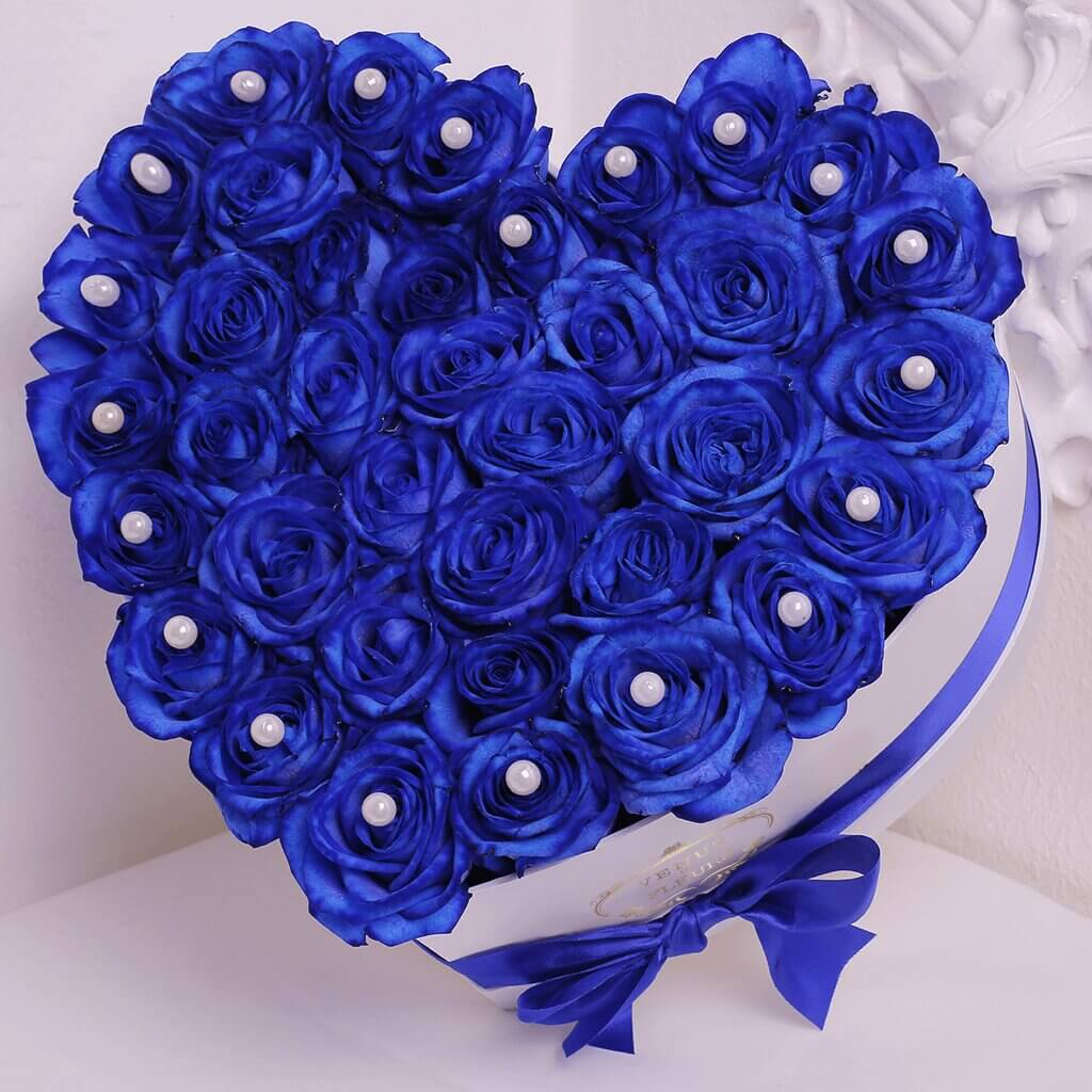 Синие розы в коробке - сердце Розы в коробке Синие Venus in Fleurs