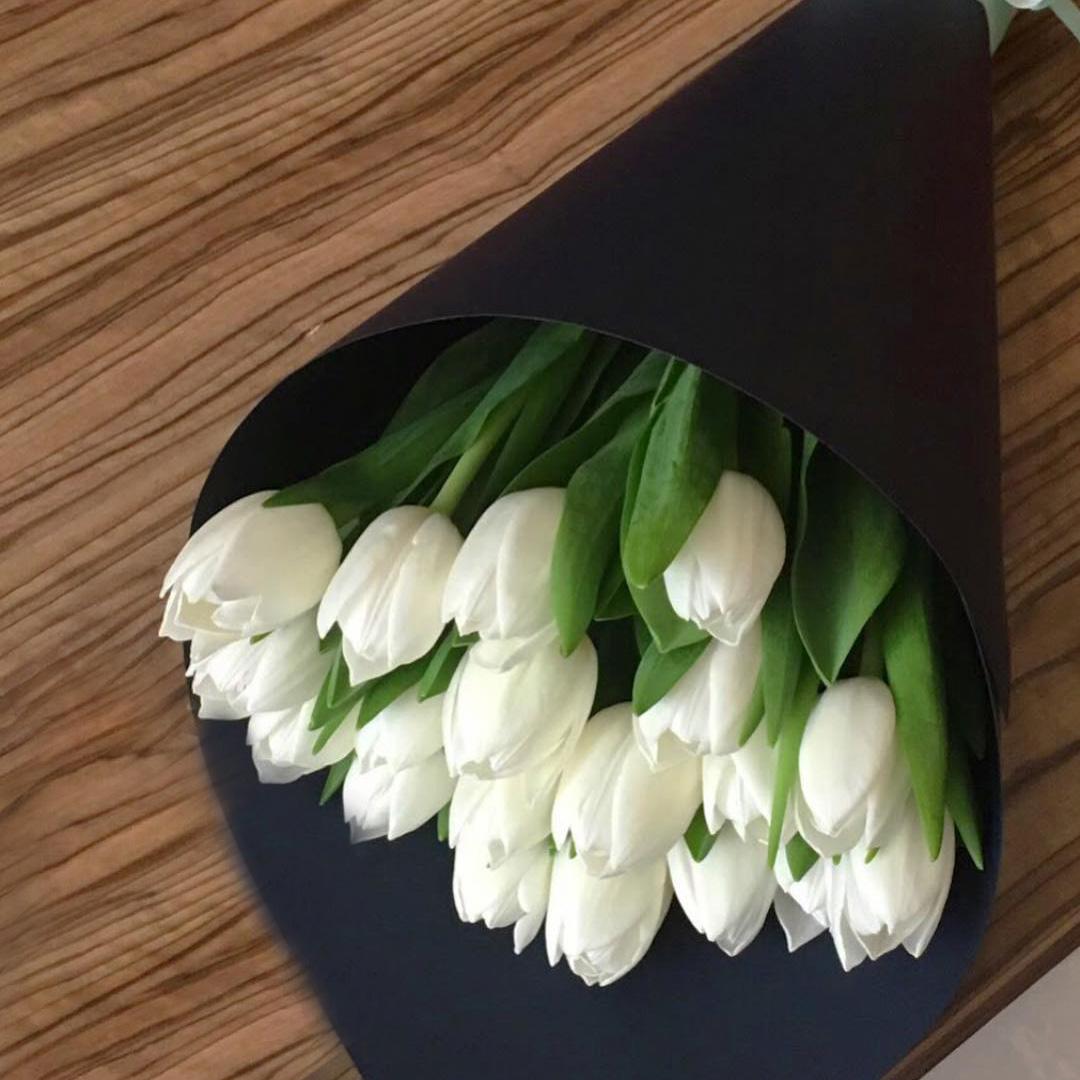 Корпоративные букеты белых тюльпанов Букеты Белые Venus in Fleurs