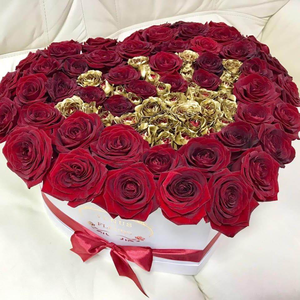 Букет корона Versace Розы в коробке Красные Venus in Fleurs